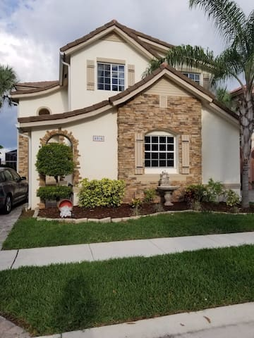 LAKE FRONT LARGE HOME with jacuzzi - Lake Worth - Casa