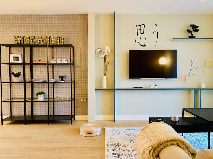 Zen Inspired Large 3BR Apartment in Olympic Park