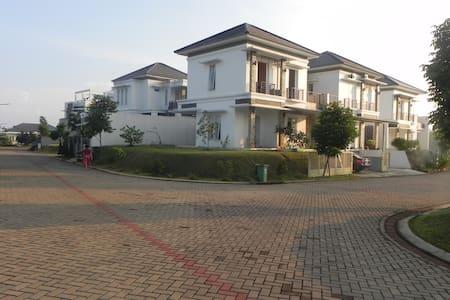 Rumah Keluarga - Bogor Selatan - Villa