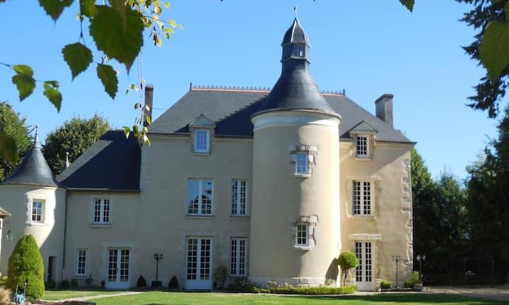 Château de la Planchette 12ème siècle