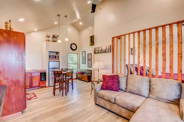Treetop Lakeview Cabin -Wine & DIne