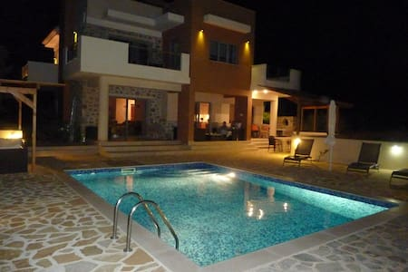 Stunning Villa Estia - for Family & Friends - Makry Gialos