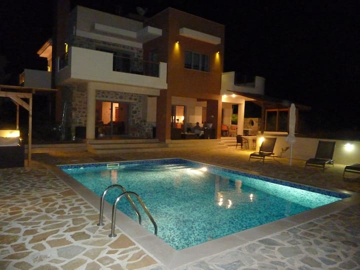 Stunning Villa Estia - for Family & Friends.