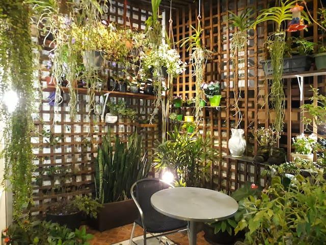 Casa aconchegante com um lindo Jardim não perca.