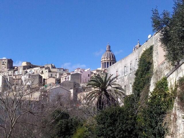 Vista su Ibla a due passi dal Duomo