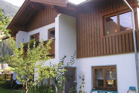 Dorfzentrum, Zimmer Barbara - Finkenberg - Bed & Breakfast
