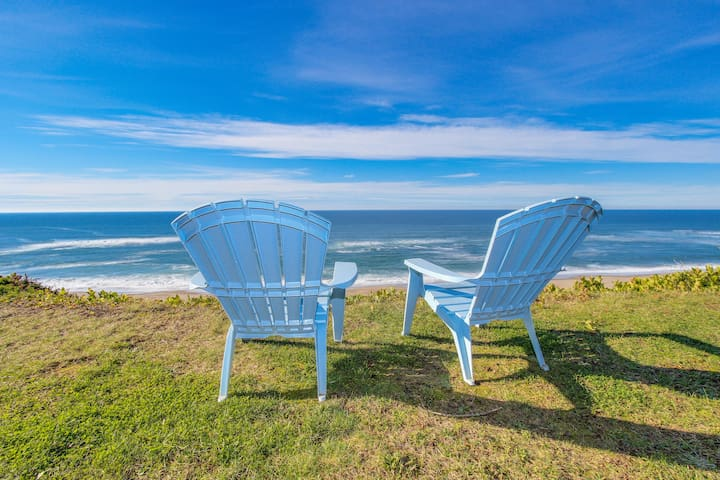 Charming oceanfront house - easy beach access & room for 9!