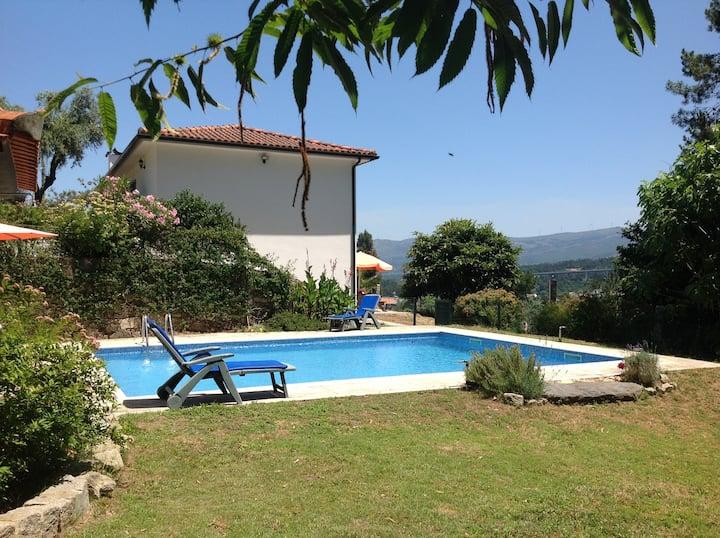 Helles Ferienhaus in absolut ruhiger Lage mit Pool