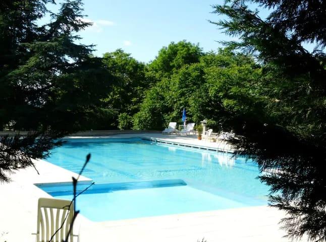 Geräumige Villa mit Zugang zum Pool