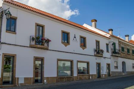 ALTITUDE - Alojamento em Belmonte - Belmonte - Hus