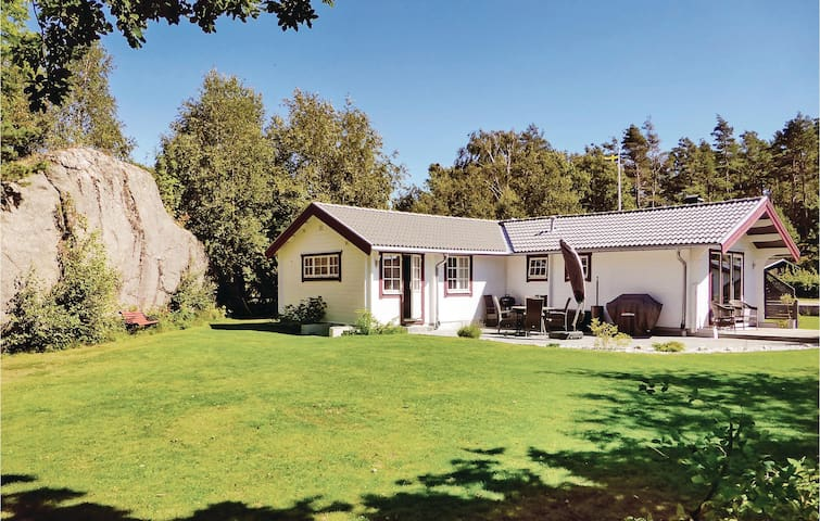Holiday cottage with 3 bedrooms on 75 m² in Kyrkesund