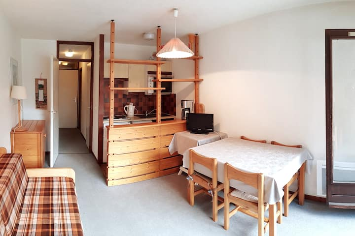 Studio ensoleillé, plein sud, balcon 1° étage