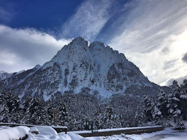 Relax al Pirineu. Apartament encantador - Escaló