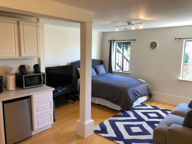 Cute & Private Suite Steps to Golden Gate Park!