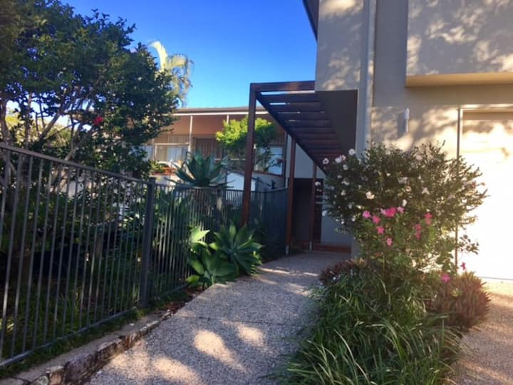 Flat in quiet, leafy Indro