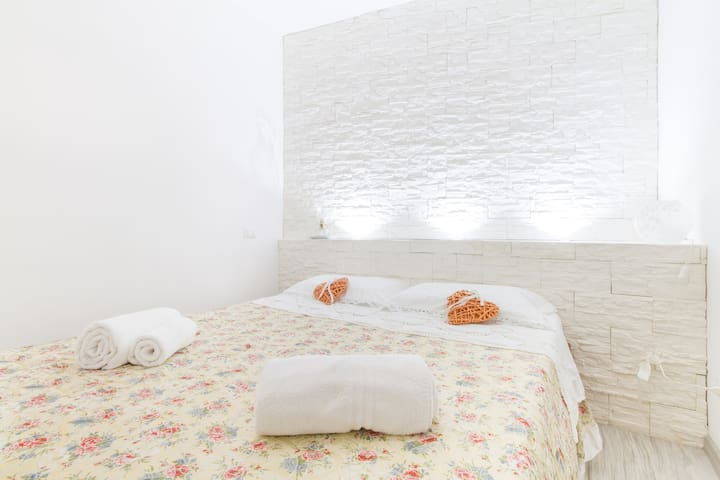 Comfortable king size double bed, where you can relax after visiting the splendid historic center of Bologna.