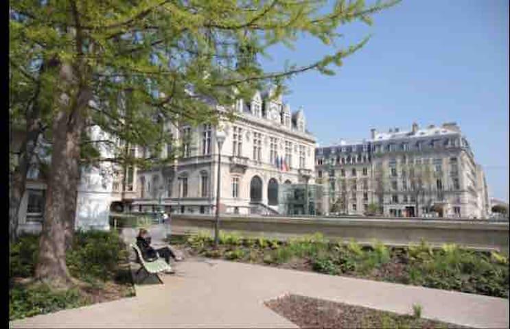 Château de Vincennes tout proche