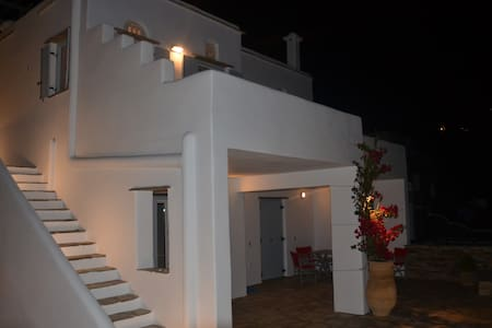 Modern new Villa,amazing Aegean view - Triantaros - Hus