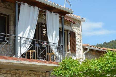 Karya Sunny Cottage House