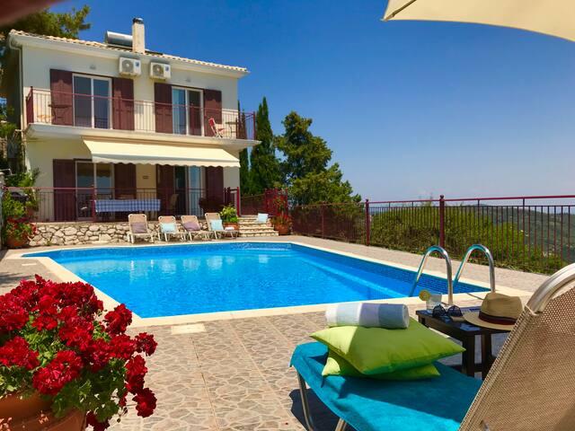 Private  luxury villa with pool & amazing sea view