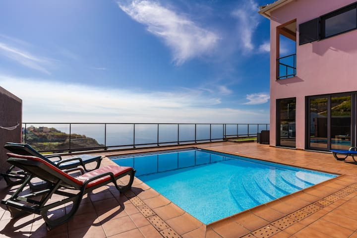 Canhas Views Pool and Barbecue