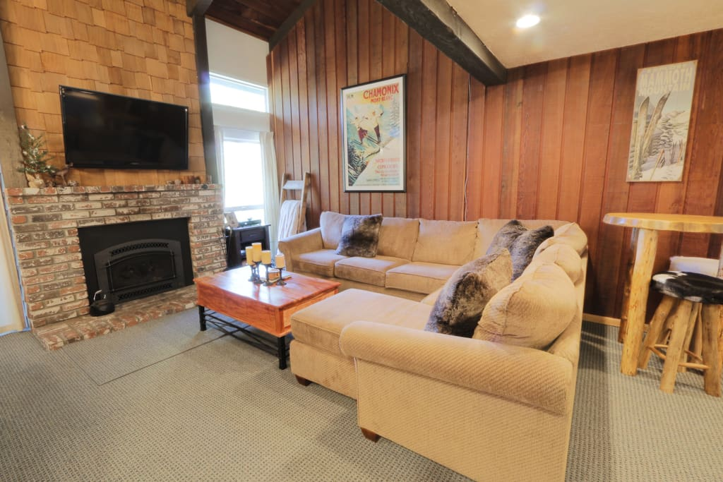 Cozy Cabin Family room with Queen Sleeper Sofa, Brand new fireplace (gas), flat screen tv and custom pub table