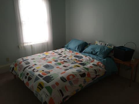 Seafoam Room & shared bath in upper flat