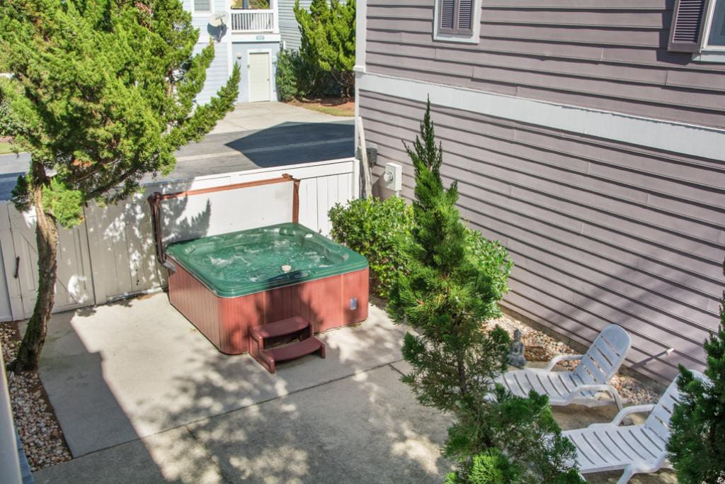 BU78: Magnolia | Patio Area With Hot Tub