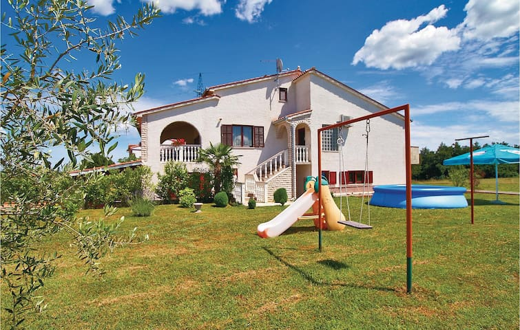 Comfortable three bedroom holiday apartment for 6 people
