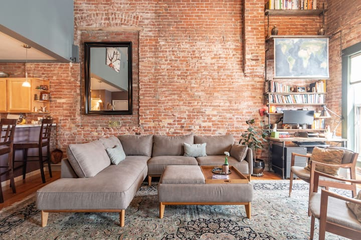 Historic Loft - Heart of the City