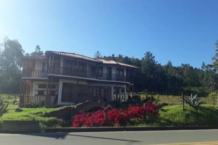 Hermosa casa familiar cerca villa de Leyva