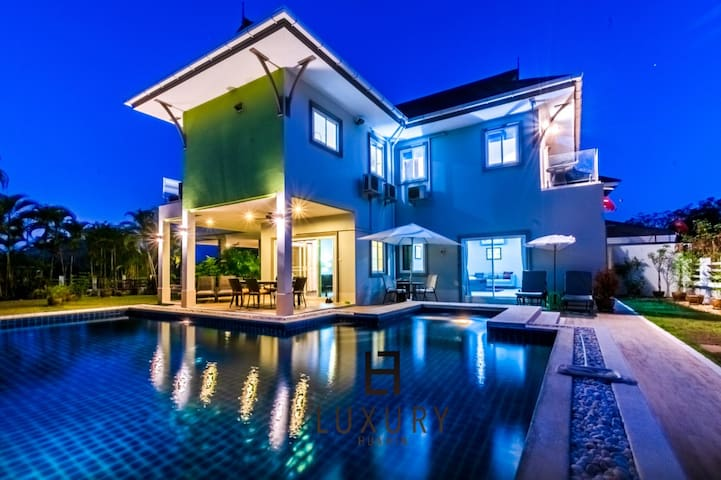 3 Bedroom Pool Villa With Amazing Views!