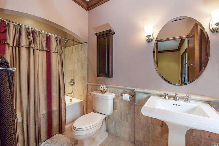 Middle room bath