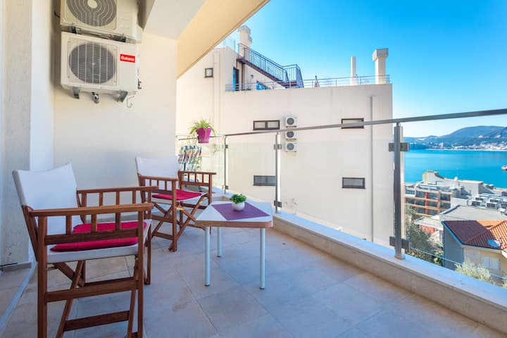1BDR Belveder Apartment With Sea View