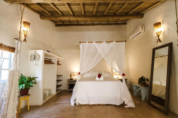 Suíte - Cama queen size e banheiro. Ar condicionado Split . Wi-fi.Sistema de aquecimento: boiler