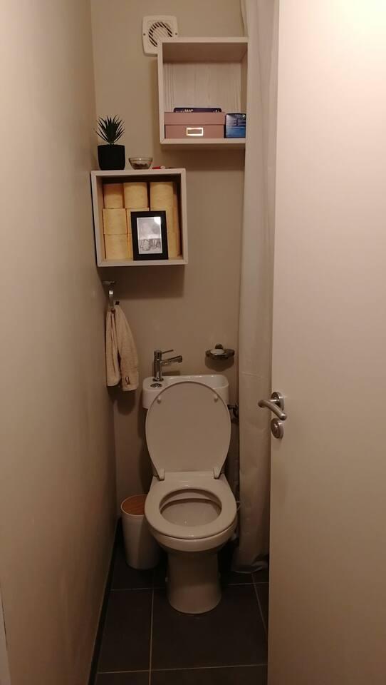 Toilets / toilettes
