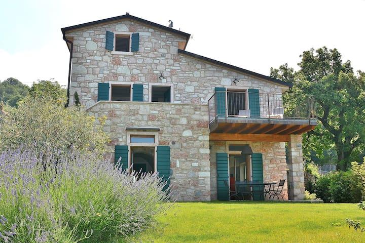 Villa il Cerro With Lake View