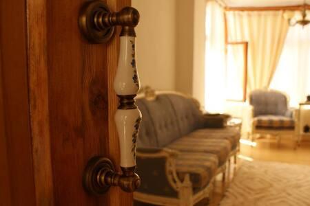 Tarihi Rum evinde Klasik mobilyalı - Muğla Merkez