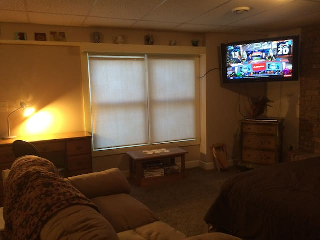 Free wi-fi, work space, couch for relaxing.