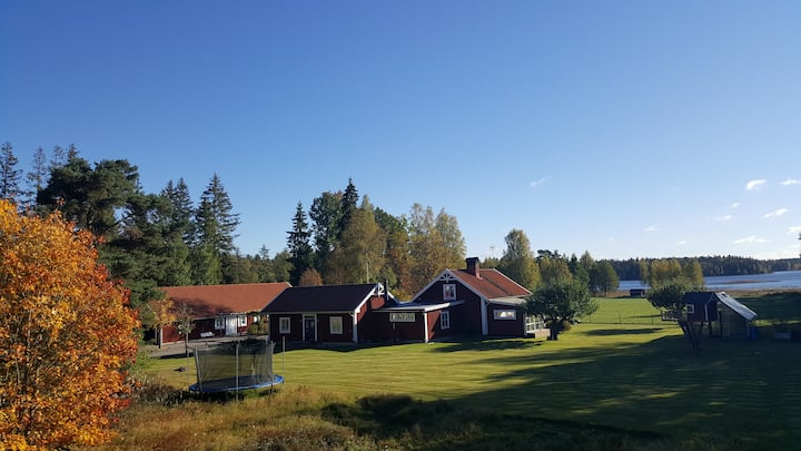 Idyll vid Helgasjön/Spacious place by the lake