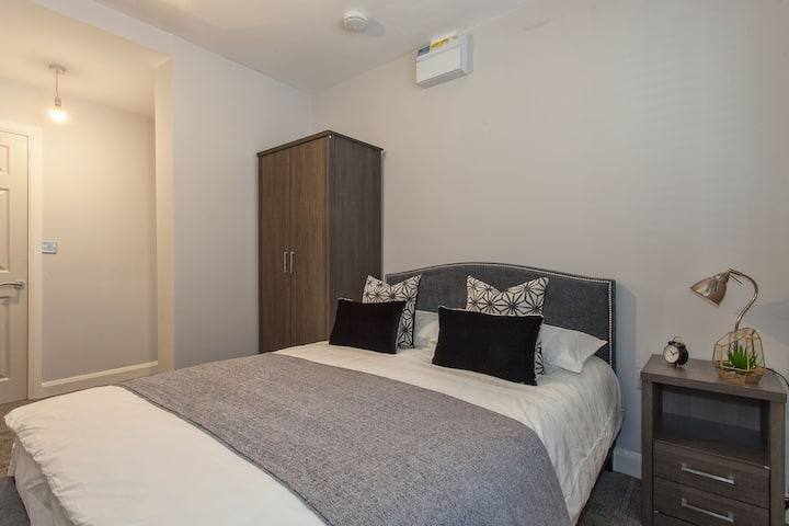 Apt 5. Modern One Bed, In Grade II Listed Building