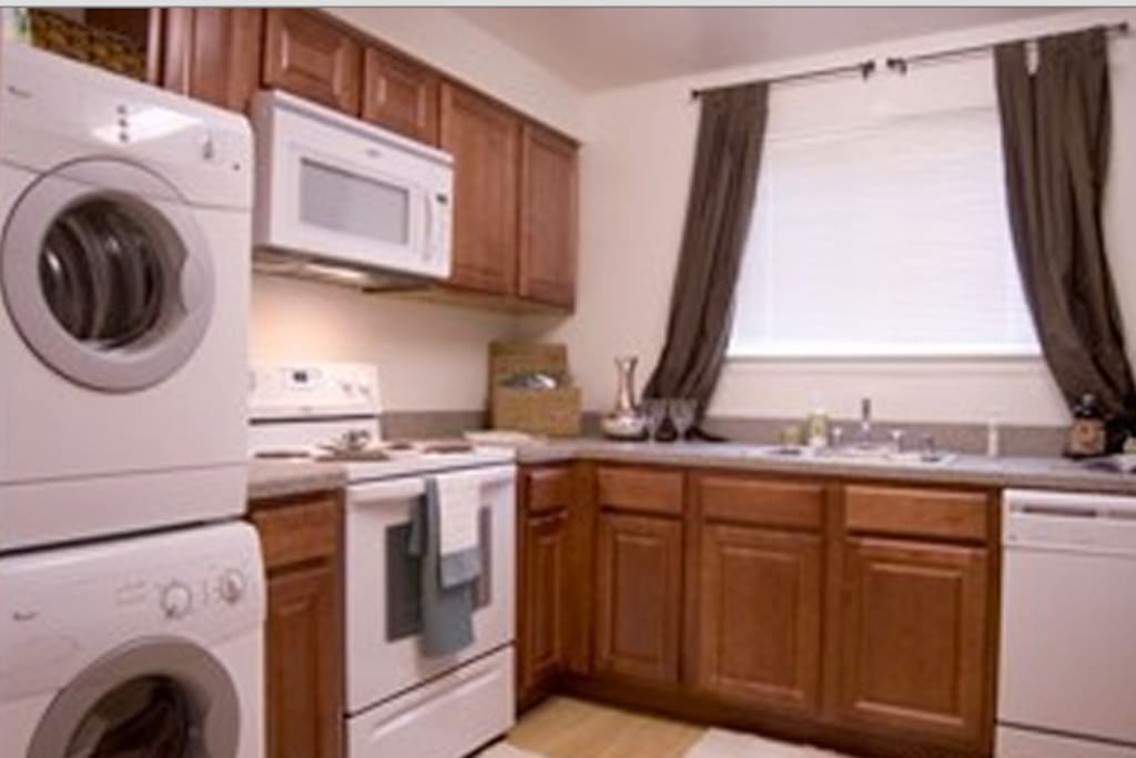 Washer/Dryer in unit. Spacious kitchen with professional knives/pots/pans.