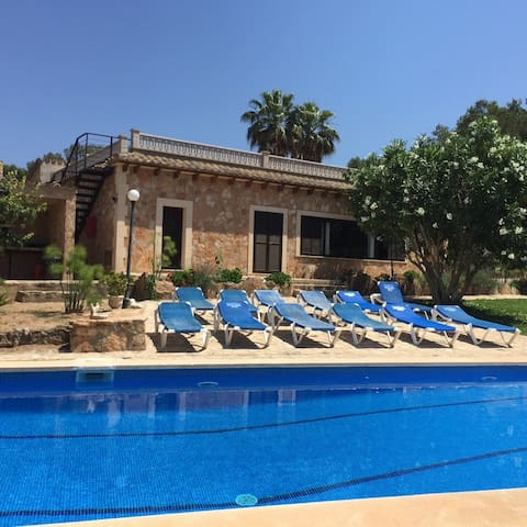 Spacious villa with pool – Villa El Bosque