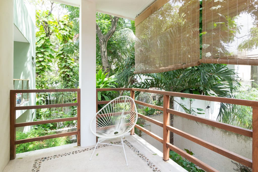 Lovely outdoor balcony off king master en-suite