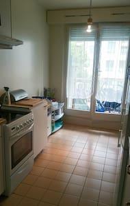 Jolie chambre avec lit comfortable - Cologny