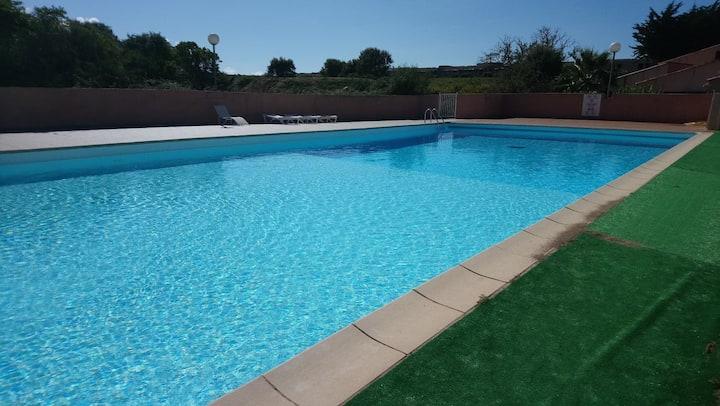 Appartement les pieds dans l'eau: piscine et plage
