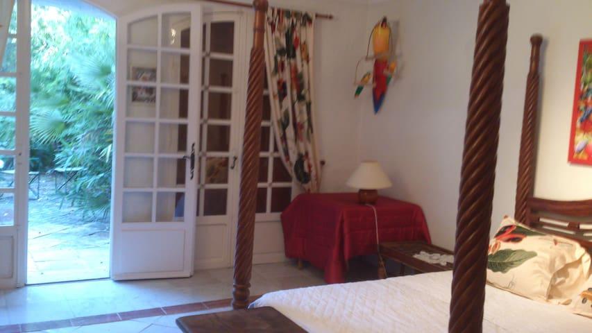 wisteria,rez de jardin - Roquefort-les-Pins - Lägenhet
