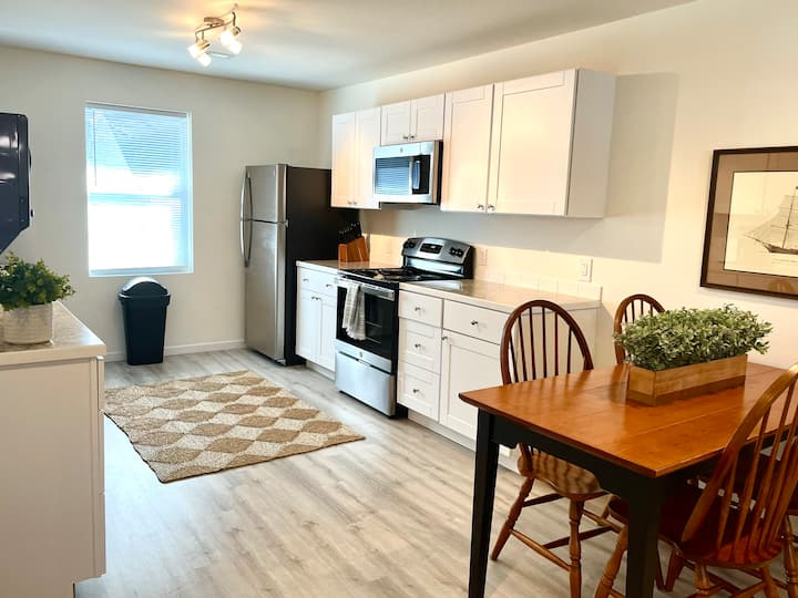 Comfortable and Quiet 2BR Park Circle Apartment