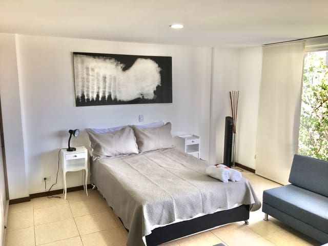 Really comfortable double bed with soft and clean sheets and duvet