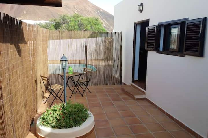 Studio in Tahiche, with furnished terrace and WiFi